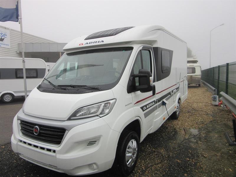 adria compact scs neuf porteur fiat ducato 2 3l multijet 130ch diesel camping car vendre en. Black Bedroom Furniture Sets. Home Design Ideas