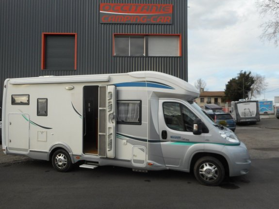 Chausson sweet garage occasion annonces de camping car for Camping car garage