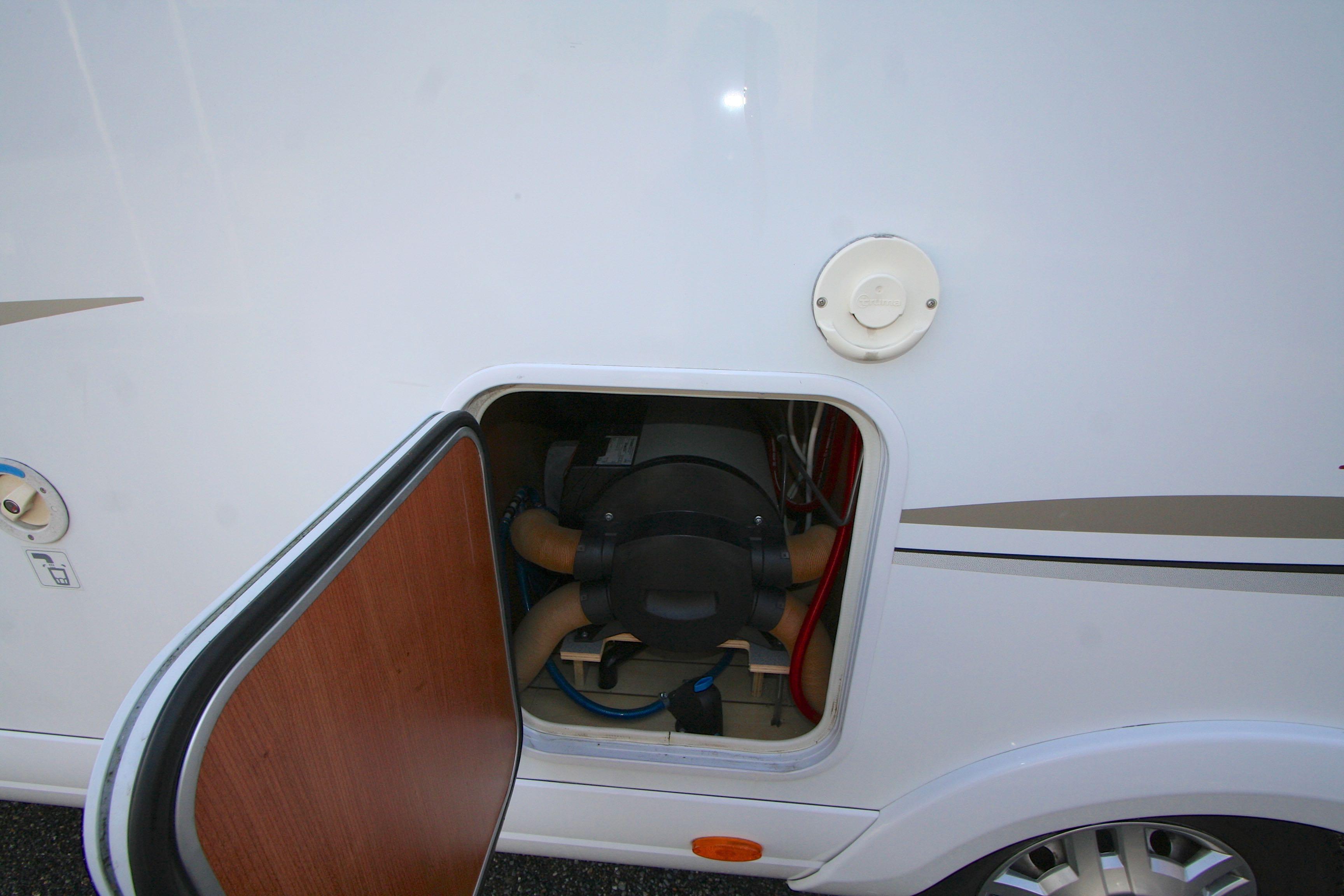 Pilote Aventura P 736 LCA - 7