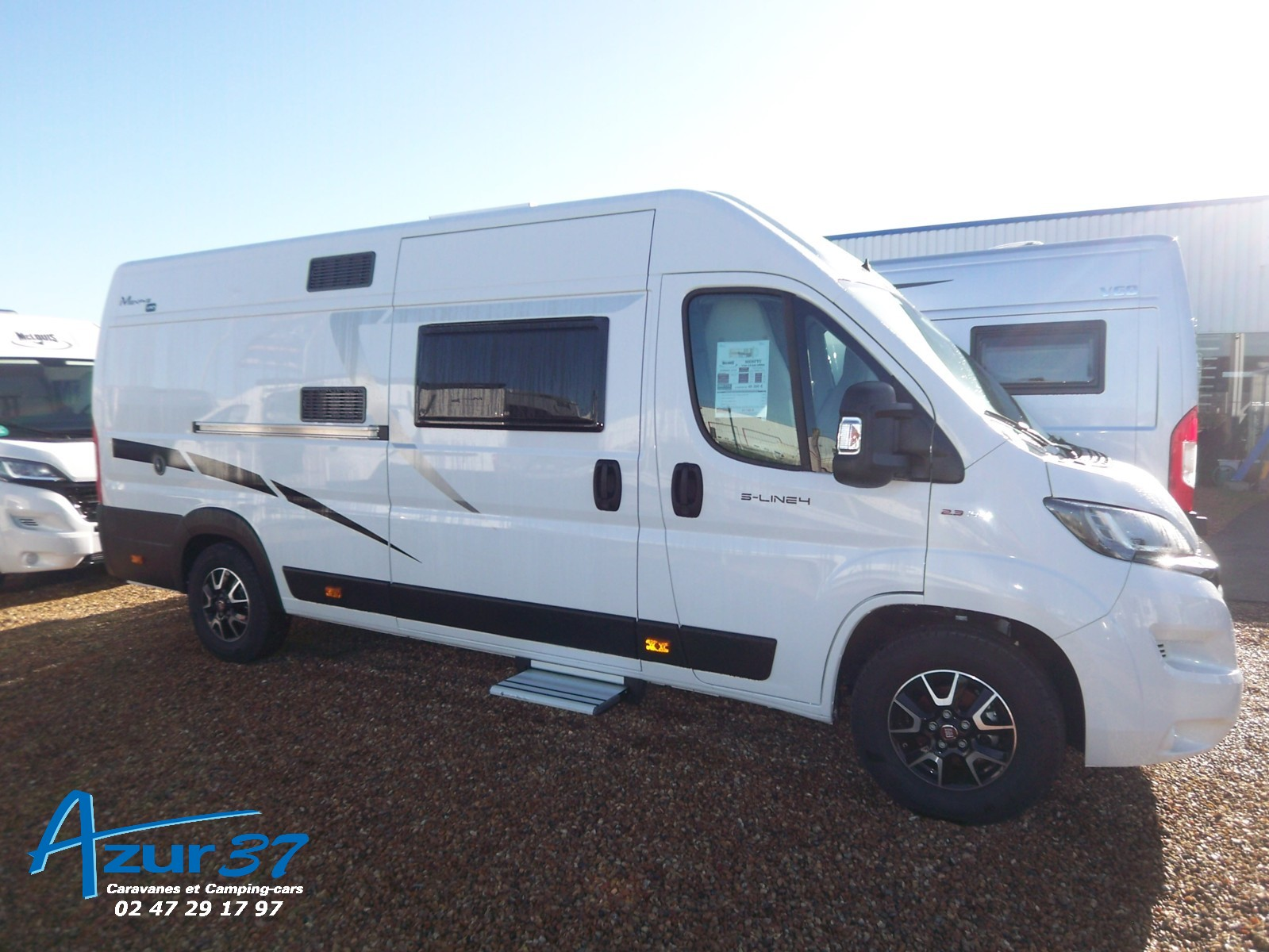 Mc Louis Menfys Van 4 Luxe Edition - 1