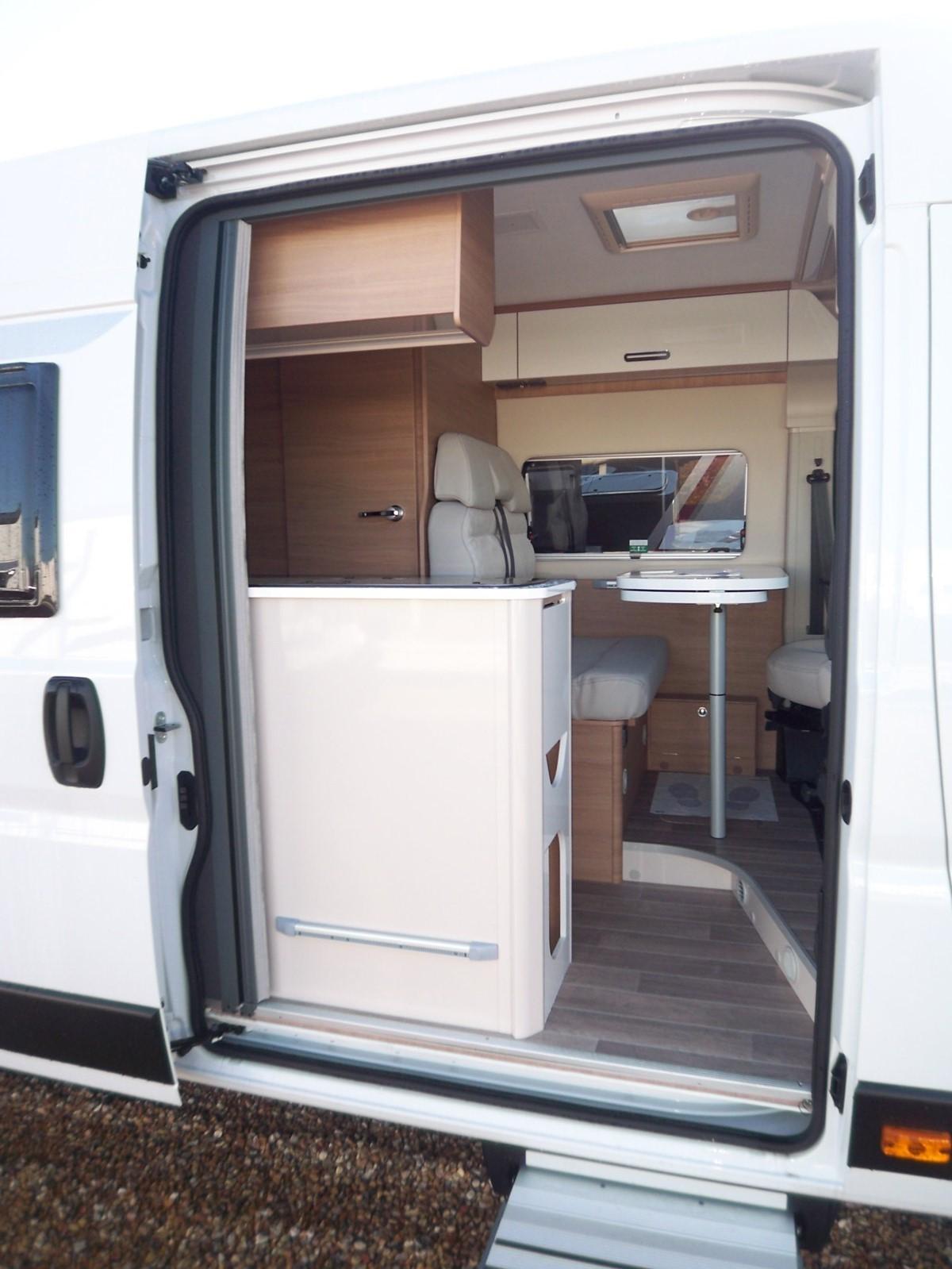 Mc Louis Menfys Van 4 Luxe Edition - 4