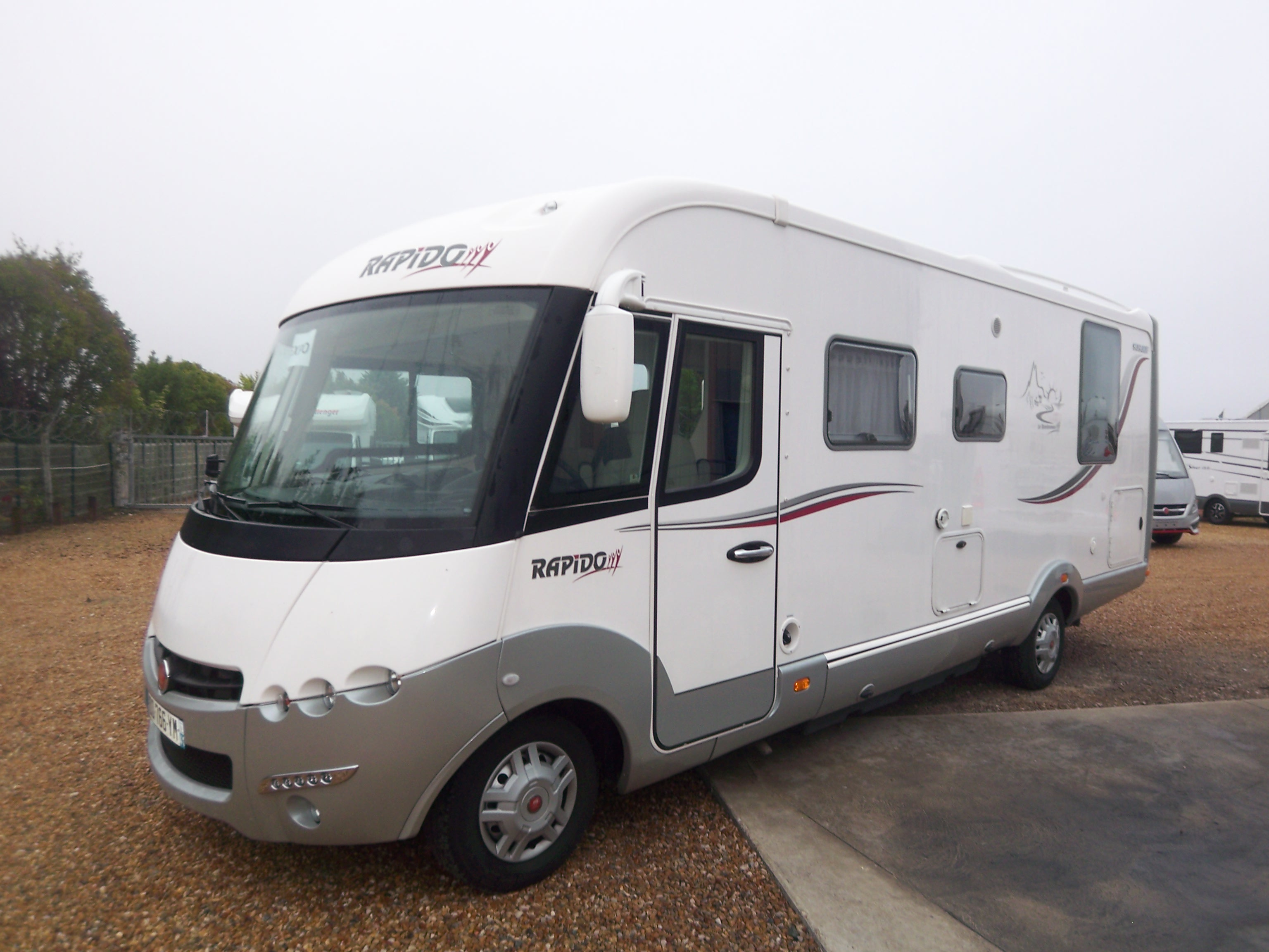 rapido 9090 df occasion porteur fiat ducato 2l3 jtd 150 cv camping car vendre en indre et. Black Bedroom Furniture Sets. Home Design Ideas