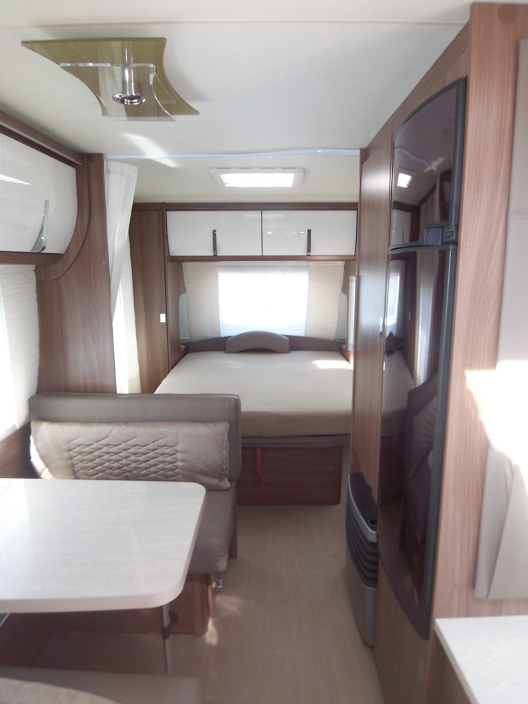 burstner averso top 470 ts neuf caravane vendre en indre et loire 37 ref 11403 net campers. Black Bedroom Furniture Sets. Home Design Ideas