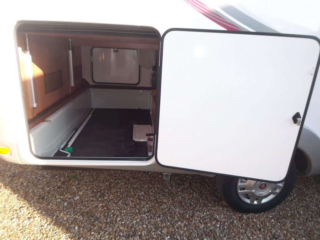 rapido 9090 df occasion porteur fiat ducato 2l3 jtd 130 cv camping car vendre en vienne 86. Black Bedroom Furniture Sets. Home Design Ideas