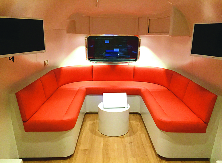 airstream land yacht sovereign 31 occasion caravane vendre en ile et villaine 35 ref. Black Bedroom Furniture Sets. Home Design Ideas