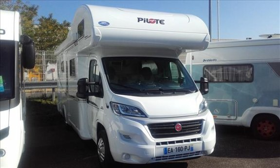 achat  Pilote A 700 S Essentiel EXPO CAMPING-CAR